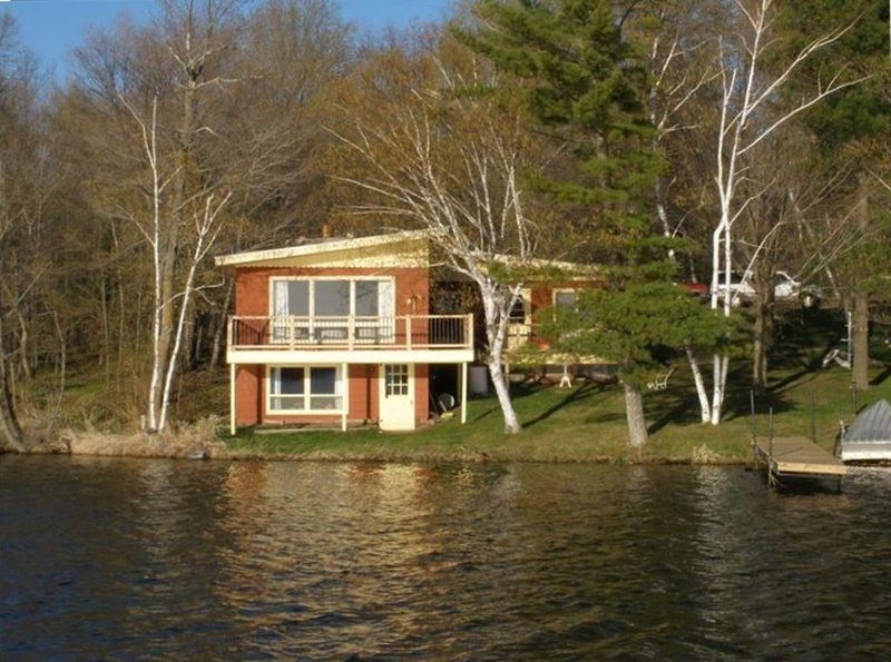 Lakefront Cabin on Beautiful Big Pine Lake, aluguéis de temporada em Aitkin