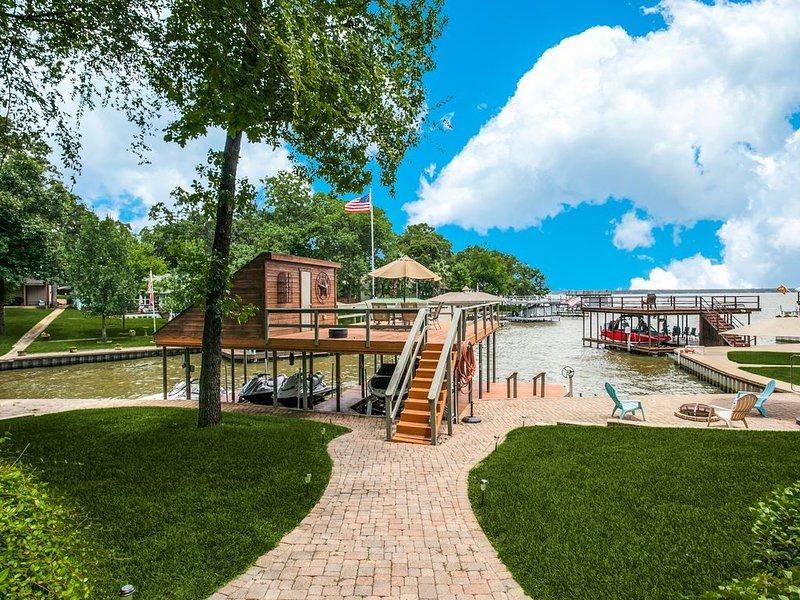 *New* Private & Gated Cedar Creek Resort Lodge!! Aug & Sept Openings Available, location de vacances à Kemp