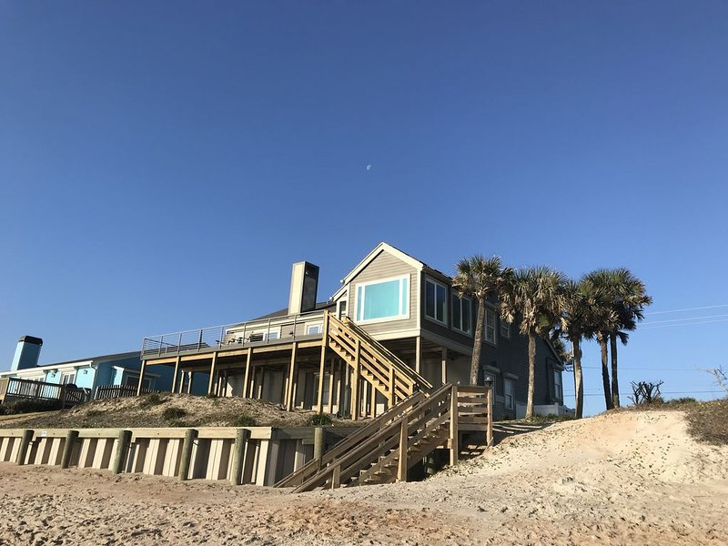 Breath taking Beach Front Home with Large Deck, holiday rental in Villano Beach