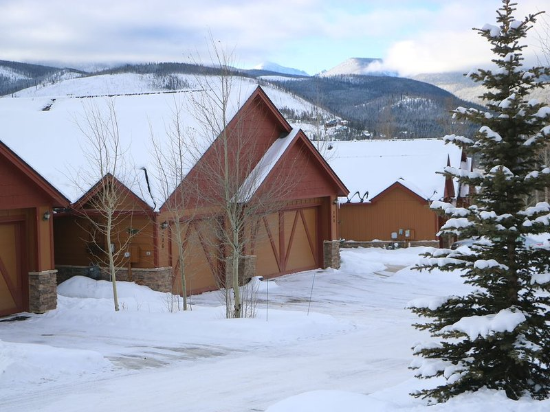 Winter Park Luxury Mountain Home with Mountain Views & Brand-New Hot Tub, vacation rental in Fraser