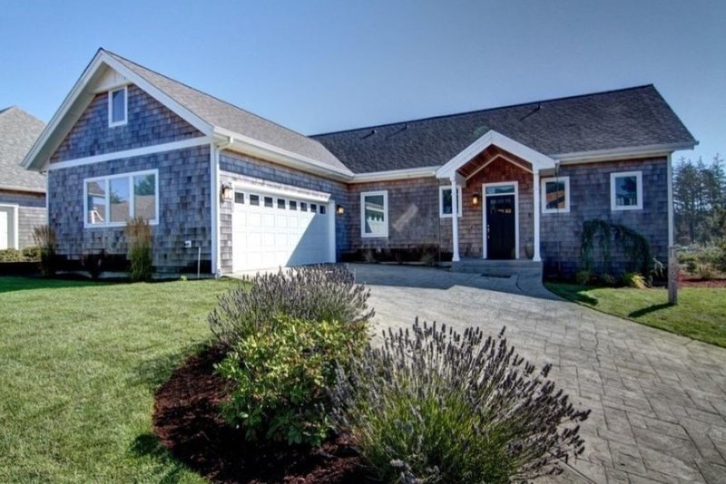 Stunning 4 bed 3 Bath New Home walkable 3/4 mile to Beach & 1/2 mile to Town!, location de vacances à Manzanita