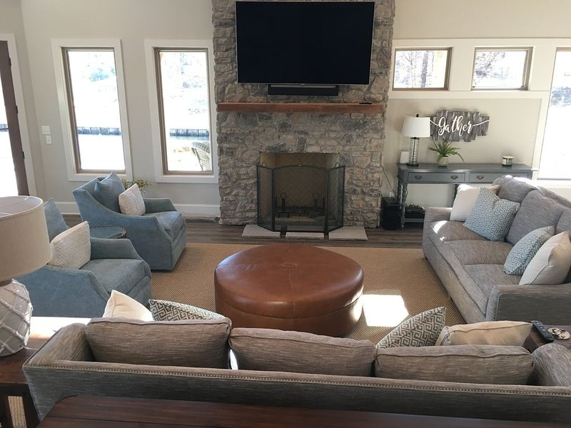 BluLake Escape Lake Tuscaloosa Luxury Lakefront Rental Property, holiday rental in Coker