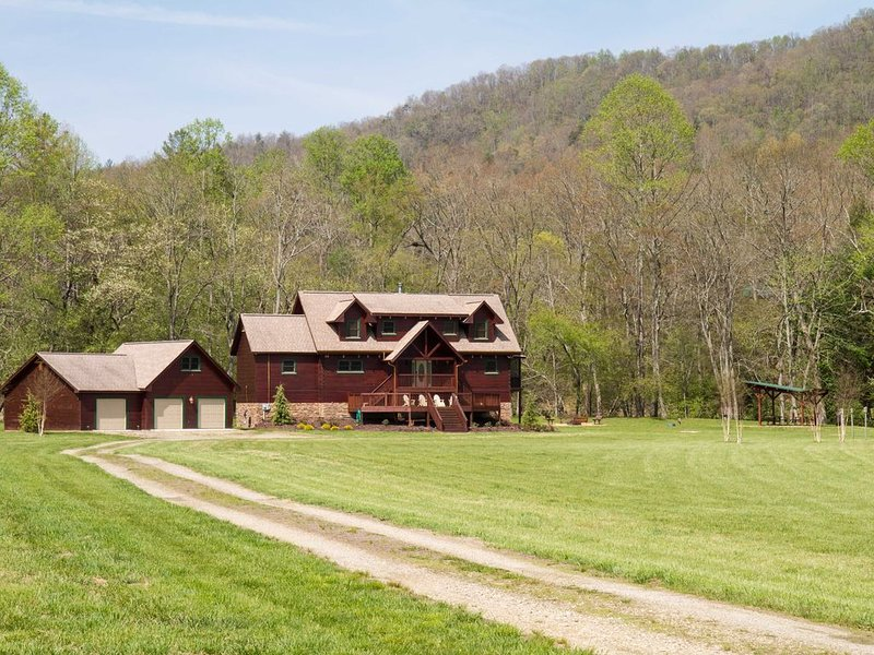 Toccoa River Frontage With Year-Round Mountain Views, location de vacances à Suches