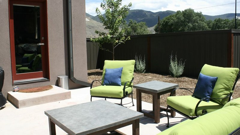 *BOOK NOW for Summer!*BEAUTIFUL NEW MULTI-FAMILY HOME. DOWNTOWN SALIDA!, vacation rental in Salida