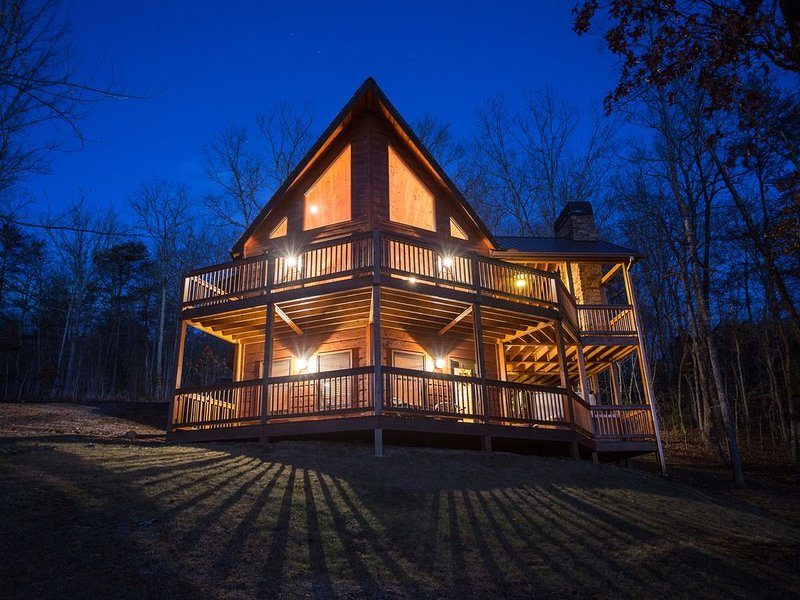 Featured on HGTV's 'Log Cabin Living' - The Cedar Shack :: Book Today!, casa vacanza a Mineral Bluff