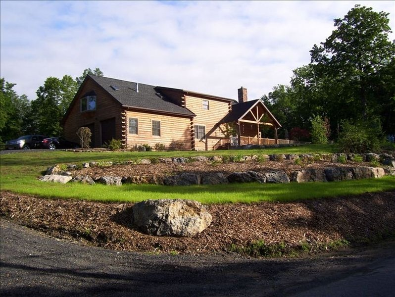 Saugerties Rental Apartment in Luxurious Custom Log Home, vacation rental in Catskill