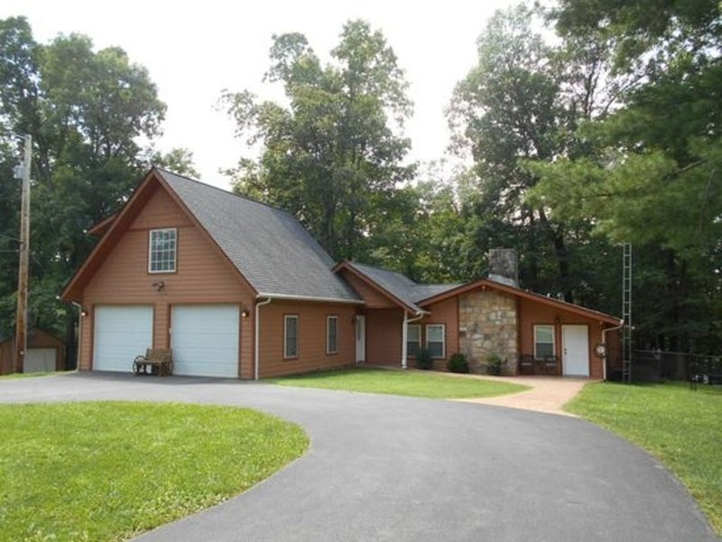Lake View Home with Boat Dock, holiday rental in Clarkson