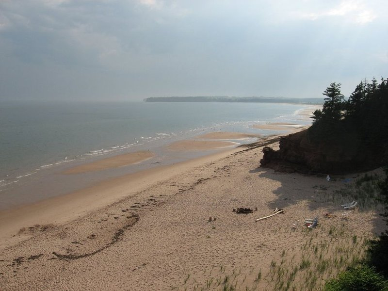 Breakers Beach House- Oceanfront with Stunning Views, vacation rental in Hermanville