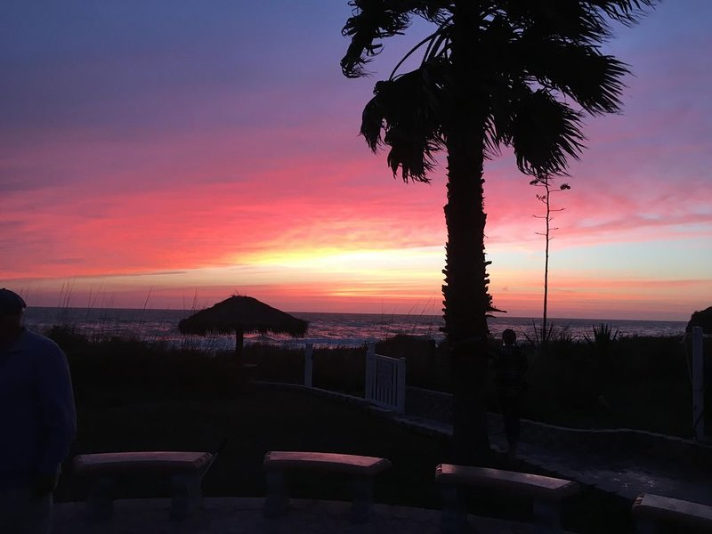 Beach Front Gem with Stellar Sunsets (1st floor condo with private balcony), vacation rental in Englewood