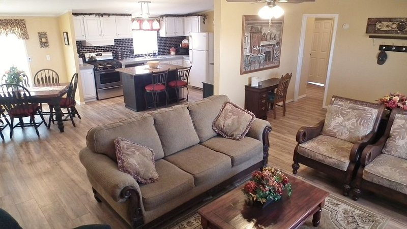 Friends,  Family & Pets All Welcome, holiday rental in Farmington