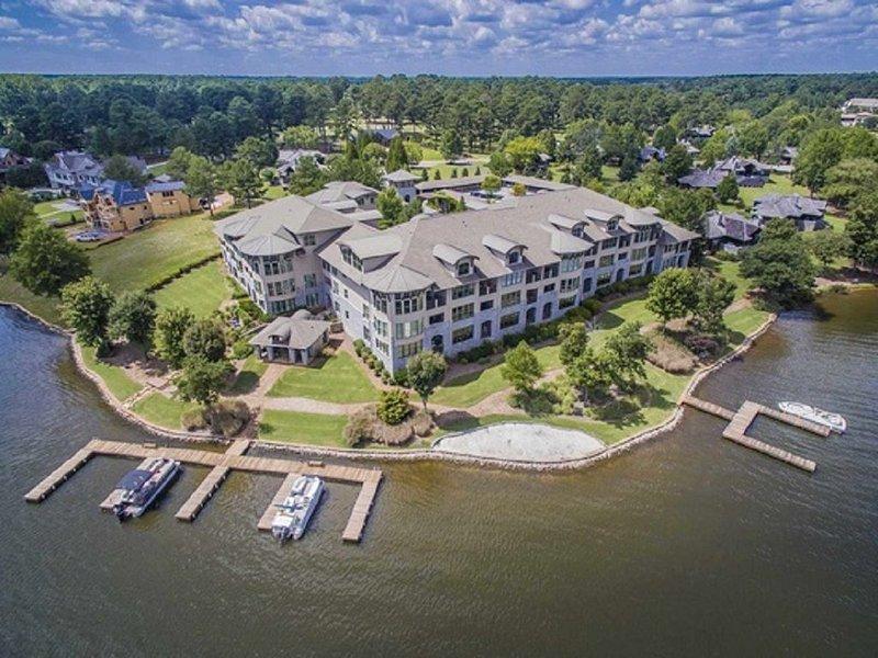 Tranquil Lakefront Paradise on Lake Oconee!! Beautiful 2 Bedroom Condo, vacation rental in Eatonton