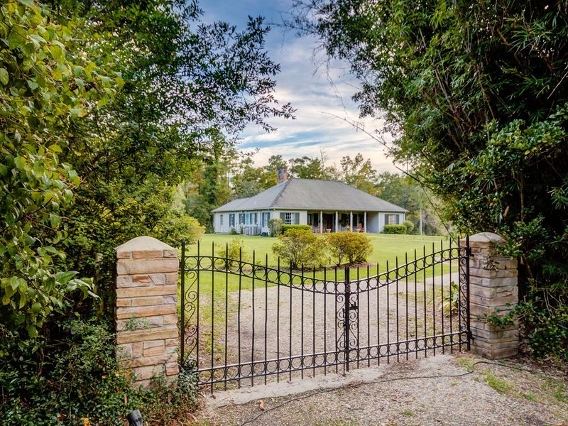 Bayou Liberty Waterfront Estate, holiday rental in Slidell
