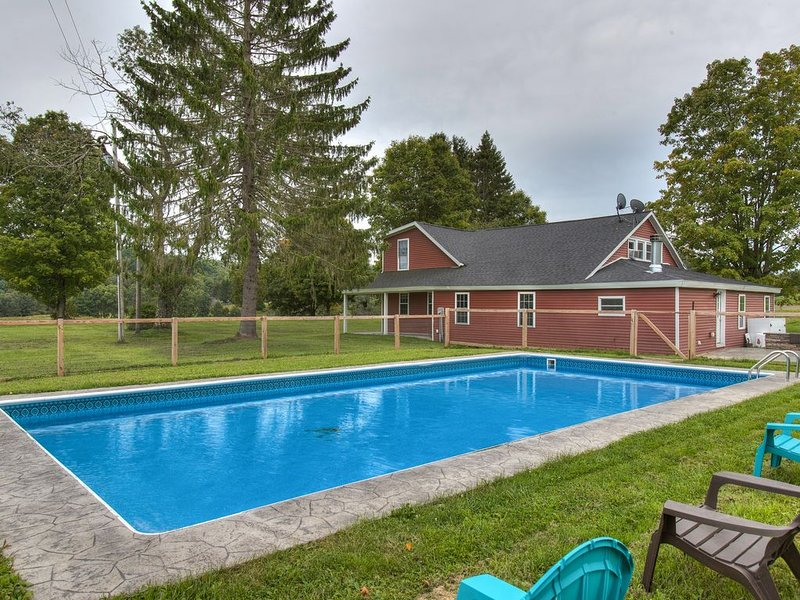 BATTER'S UP: 5 bedroom, Heated Pool, Peaceful Property, Minutes to Ball Fields, aluguéis de temporada em Edmeston