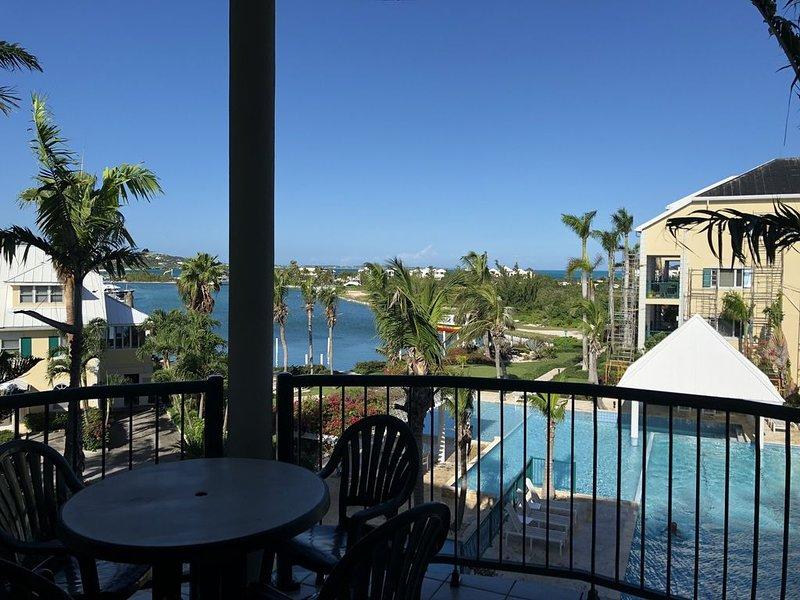 RELAX on Grace Bay with Convenience, location de vacances à The Bight Settlement
