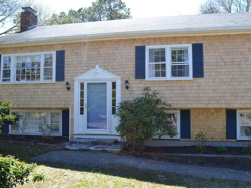 Breezy beachy house close to everything but away from it all, holiday rental in North Chatham
