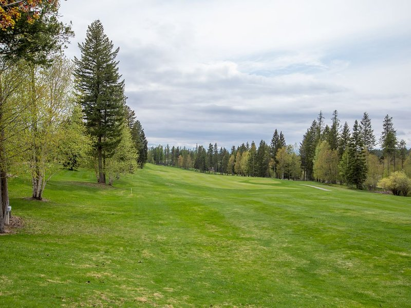 Town Home w/ Private Hot Tub, Sleeps 8 in Meadow Lake Resort and Golf Course, vacation rental in Columbia Falls