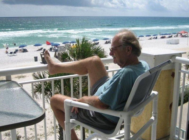 YES, BEACHFRONT!! ISLAND SANDS #309 - PRIVATE END UNIT! - FREE WIFI, alquiler de vacaciones en Fort Walton Beach