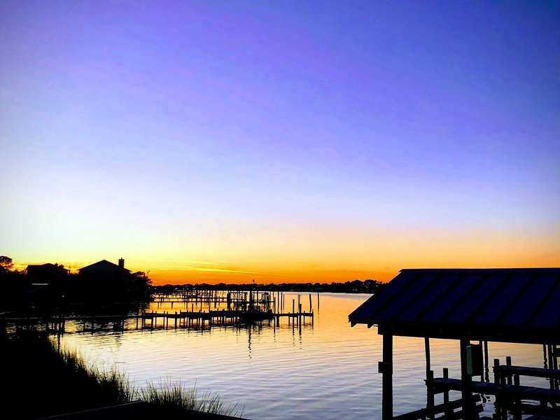 3br/2ba Waterfront | Total Renovate Fall 2018 | Boats Welcome, location de vacances à Perdido Key
