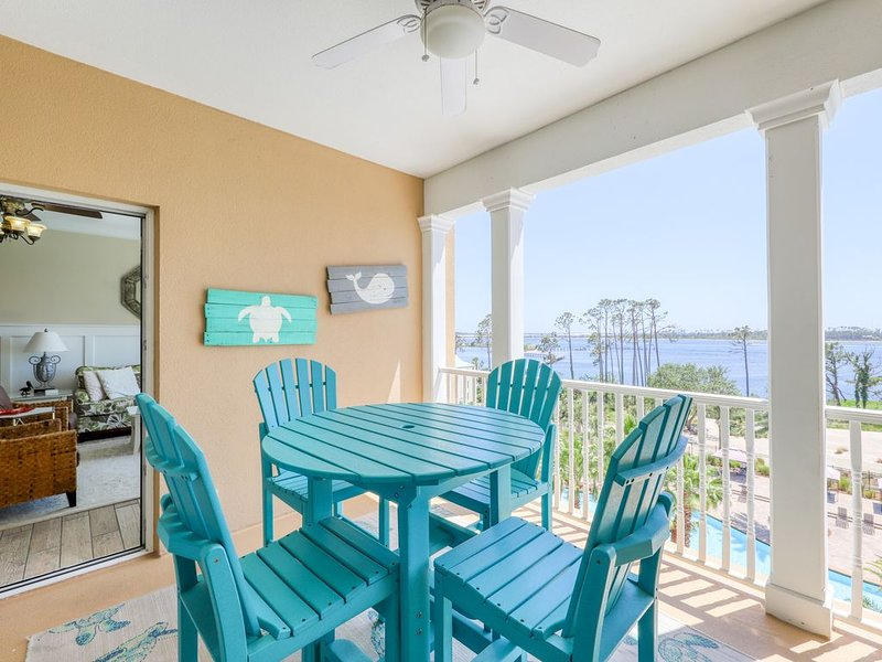 Elegant condo w/ amazing water views, shared hot tub & pool - great for golf!, holiday rental in Highland City