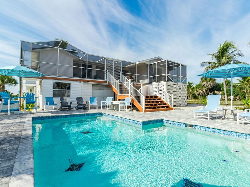 Family Tides: Beach Pool and Dock..This 4 Bedroom beach house has it all!, casa vacanza a Don Pedro Island