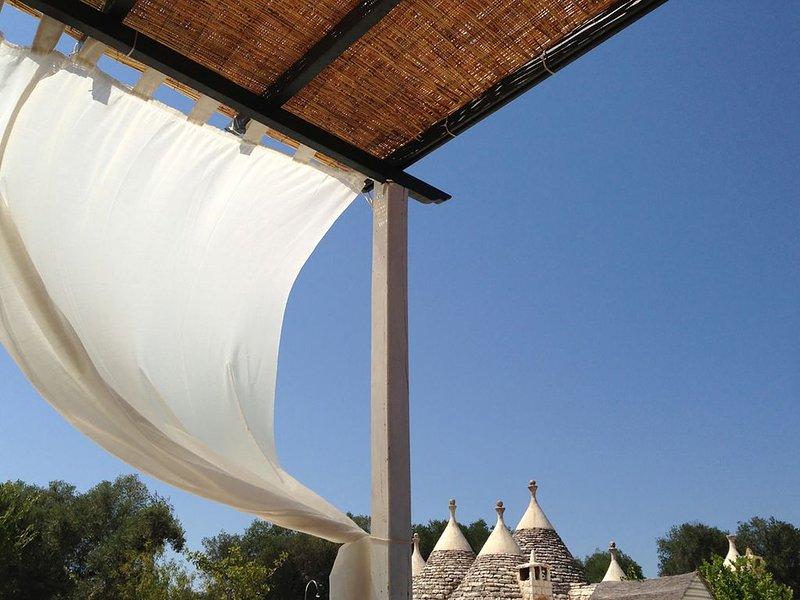 Villa con trullo e piscina per una vacanza da sogno nel cuore della Puglia, vacation rental in Latiano
