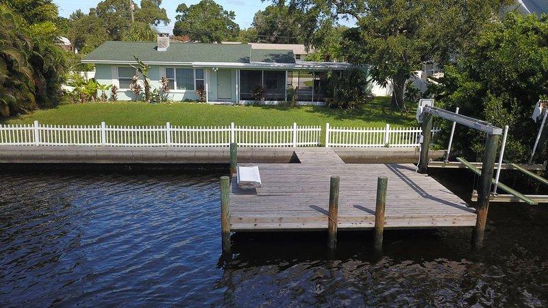 2 Bedrooms, minutes to Anna Maria Island Bring your Boat keep it on your Dock!, alquiler de vacaciones en Terra Ceia