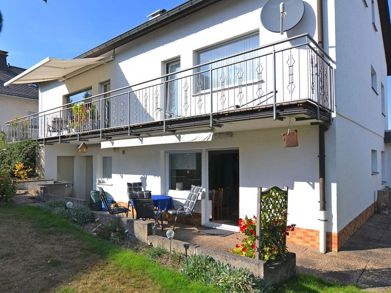 Bright apartment in a quiet location in the Sauerland with garden and terrace, alquiler vacacional en Kirchrarbach