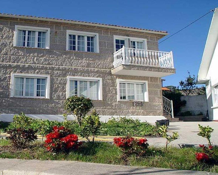 Apartamento - 2 Dormitorios - 104491, holiday rental in A Virxe Do Camino
