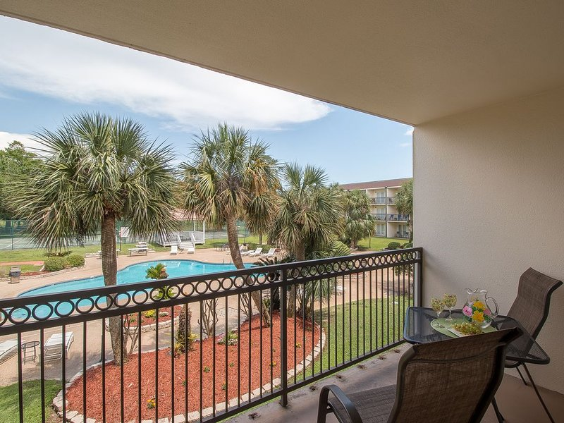 I Love You To The Beach And Back!!   A Very Pretty Condo with a Great View!, vacation rental in Biloxi