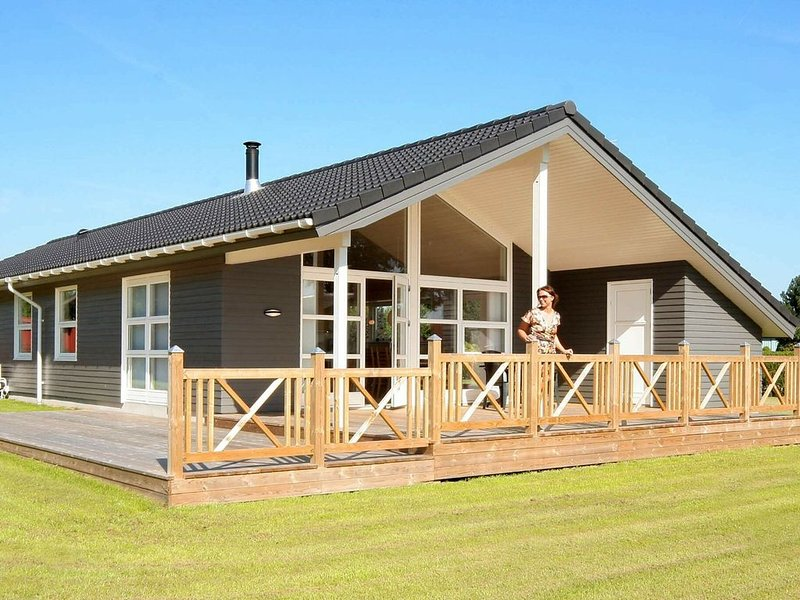 Luxurious Holiday Home in Rødvig Stevns with Sauna, holiday rental in Rødvig