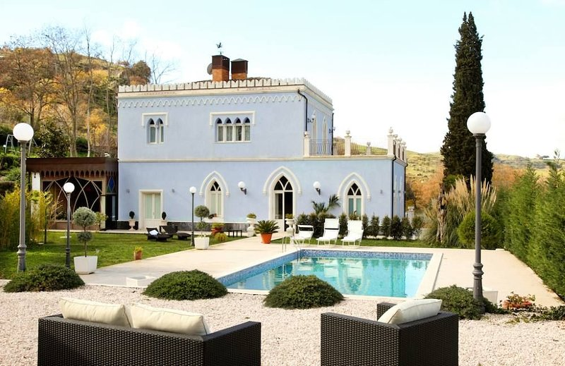 Stupenda Villa con piscina privata vicino a Taormina, Sicilia, vacation rental in Solicchiata