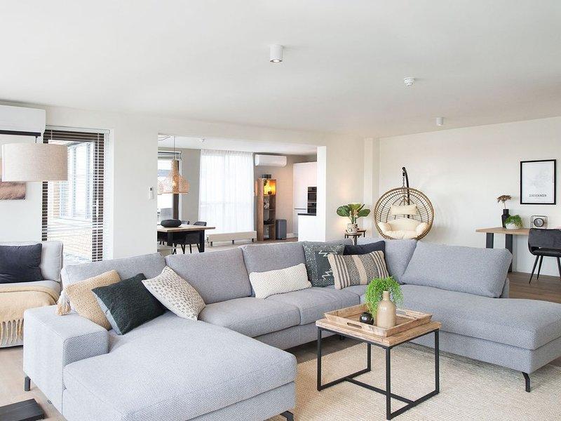Luxury penthouse apartment with roof terrace at the harbor of Scheveningen., vacation rental in Scheveningen