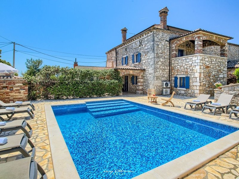 Luxury villa with private spa near Porec, location de vacances à Baldasi