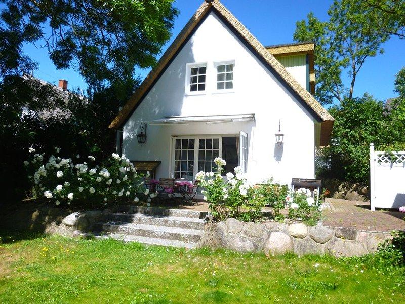 Strandnahes Ferienhaus mit Garten, Kamin, WLAN, Sauna und Whirlpool, casa vacanza a Wittenbeck