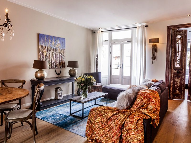 2BR Family AWAY w/ Balcony near City Park- VONDELPARK, vacation rental in Sloten