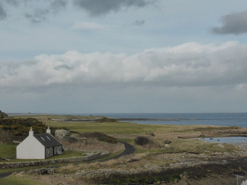 Charming seaside cottage near Crail with spectacular views, holiday rental in Crail