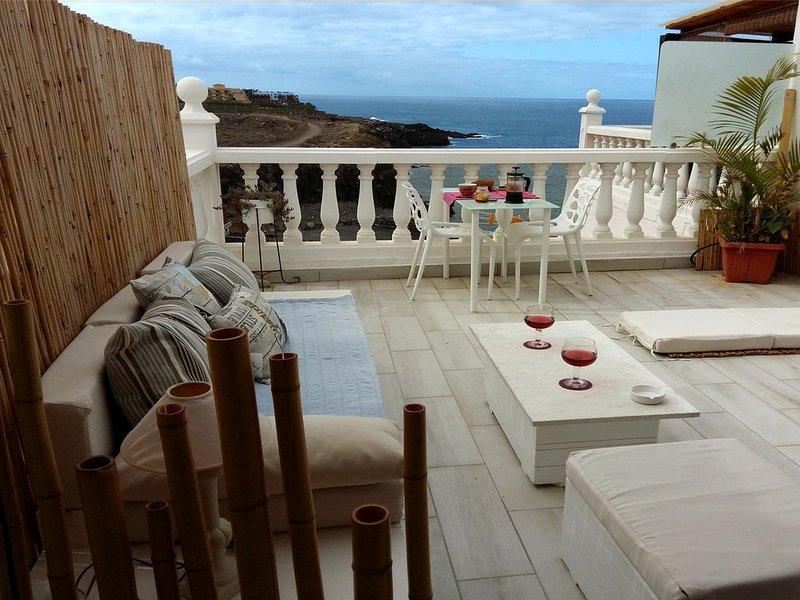 Vaste appartement moderne en 1ère ligne de mer avec terrasse et piscine, alquiler de vacaciones en Callao Salvaje