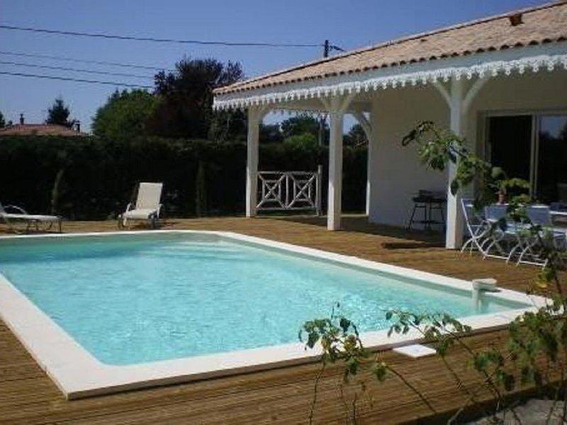 Emplacement idéal! Maison récente style Créole avec jardin de 800m2, location de vacances à Biganos
