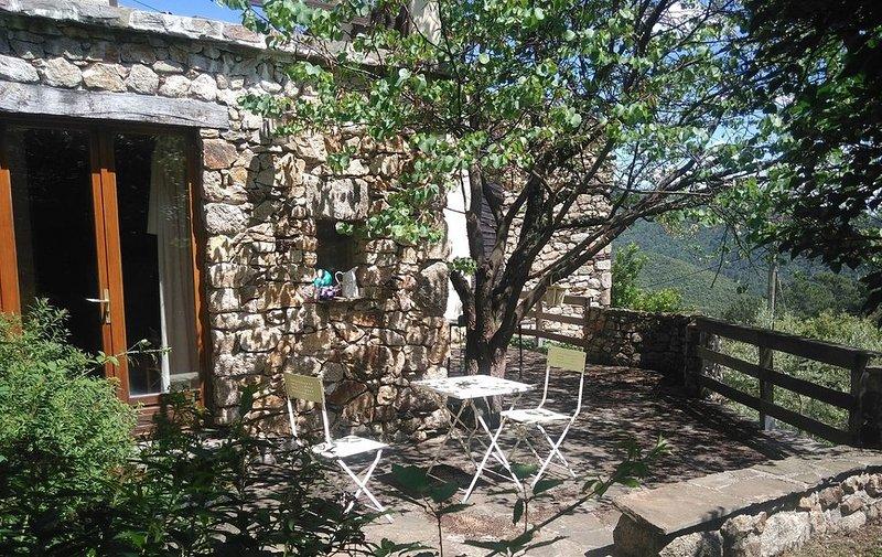 Gîte rénové calme et tout confort  sans vis à vis en Sud Ardèche, casa vacanza a Rocles