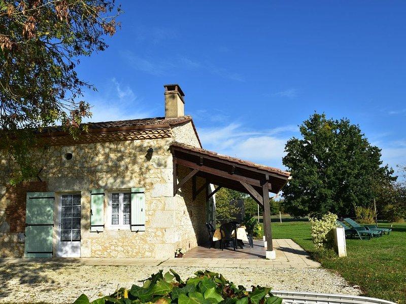 Spacious Holiday Home in Saint-Nexans with Terrace, location de vacances à Monbazillac