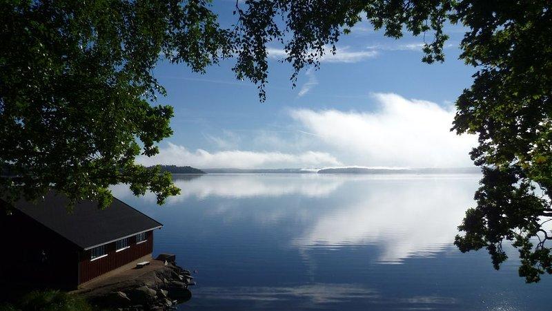Drömläge vid sjön Mjörn, 100 m. till sjön med basu, båt, fiske, holiday rental in Alingsas