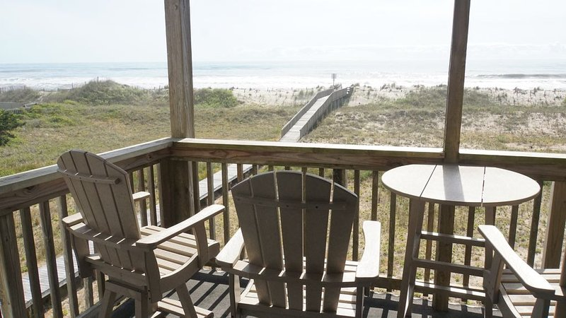Oceanfront 2BR/2 Bath Second Floor Condo with Pool and Oceanfront Deck, location de vacances à Rodanthe