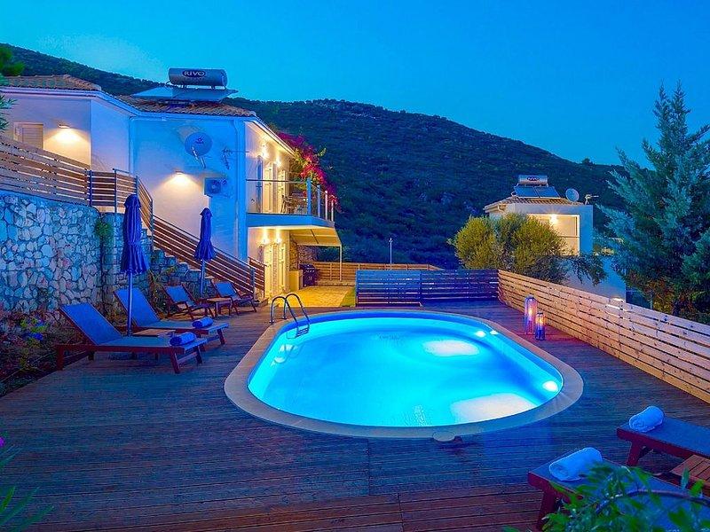 Lovely Villa, Private Pool, Elevated Position with Stunning Views over Lemni Ker, aluguéis de temporada em Keri Village