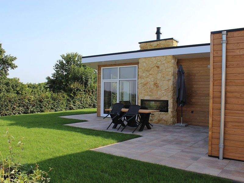 Great chalet with a dishwasher, on the Bemelerberg, vacation rental in Eckelrade