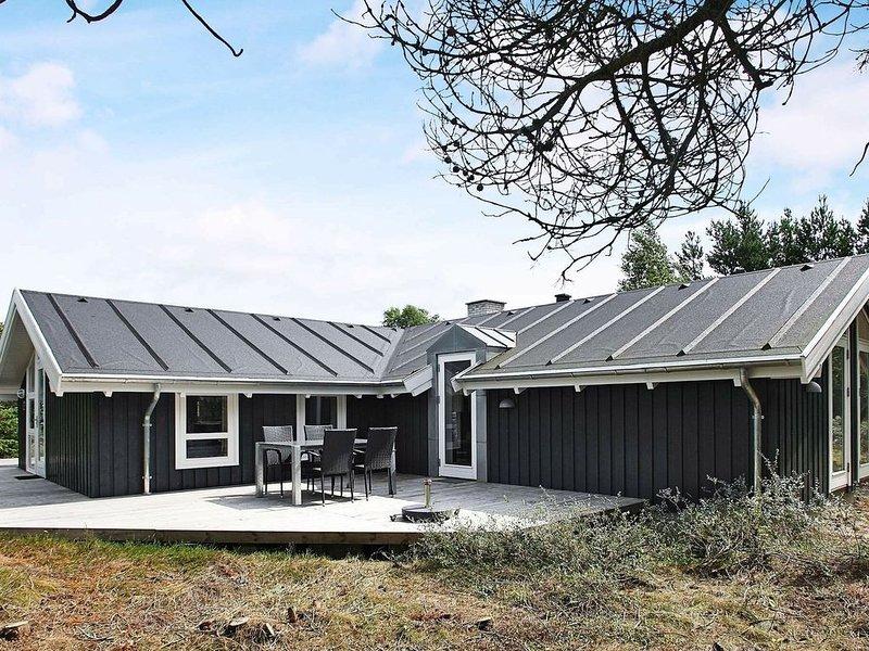 Scenic Holiday Home in  Ålbæk with Terrace, alquiler vacacional en Kandestederne