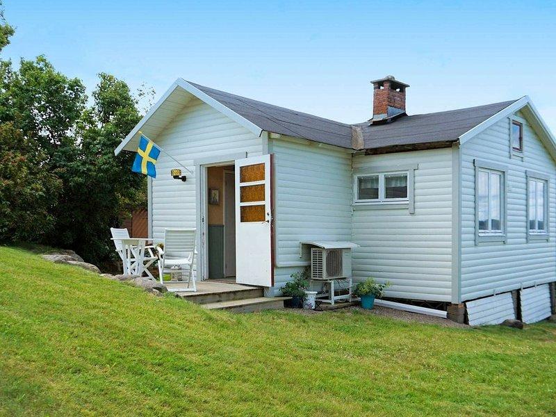 5 person holiday home in Uddevalla – semesterbostad i Halleviksstrand