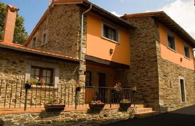 Casa rural (alquiler íntegro) El Piconeiro para 8 personas, location de vacances à Pravia