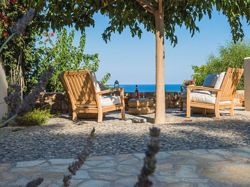 Arianne Estate:  200m from the beach, location de vacances à Mitata