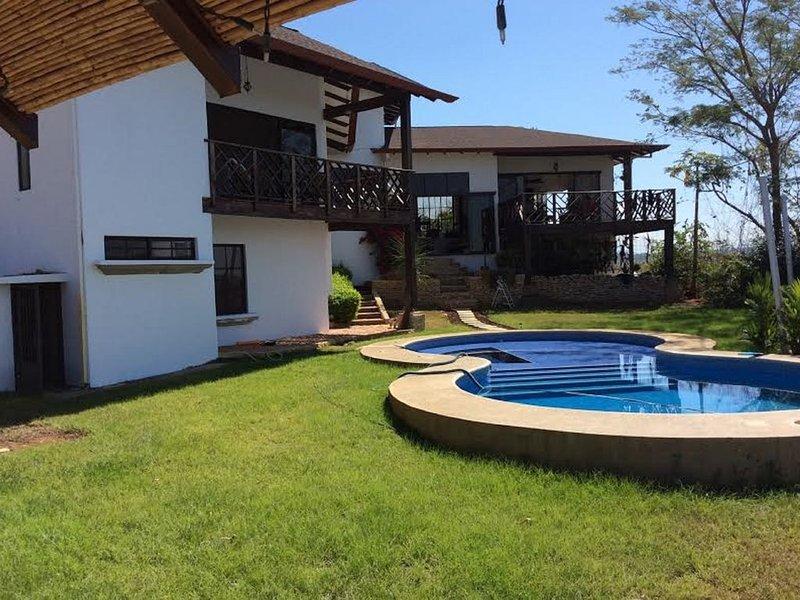 Magnifique et confortable propriété en montagne avec vue sur la mer !, holiday rental in Tajo Alto