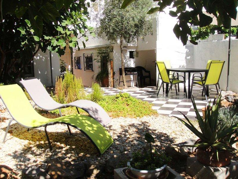 Garden Apartment In Elegant, Spacious Old Tavira Townhouse, perfect location, alquiler vacacional en Tavira